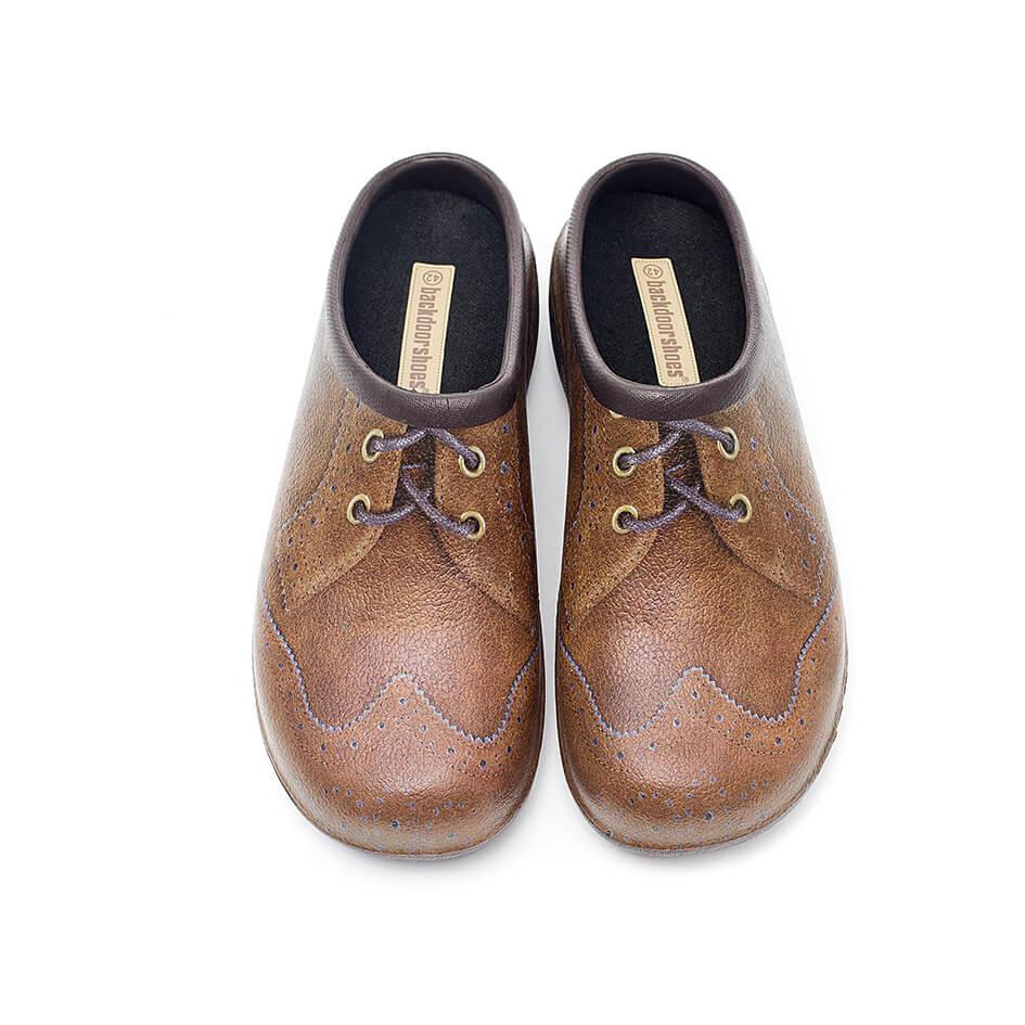 Backdoorshoes med britisk brogue-motiv