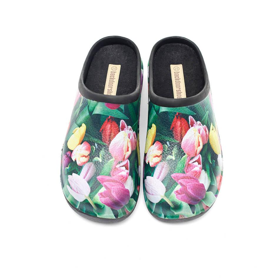 Have sko med tulipaner
